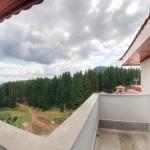 гледка към планината от терасата на хотел Камелия