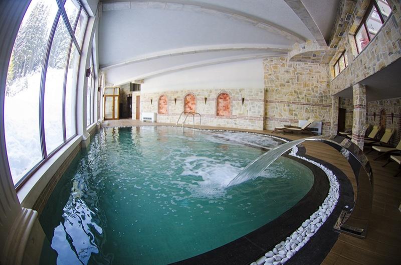 закрит басейн в Хотел Камелия